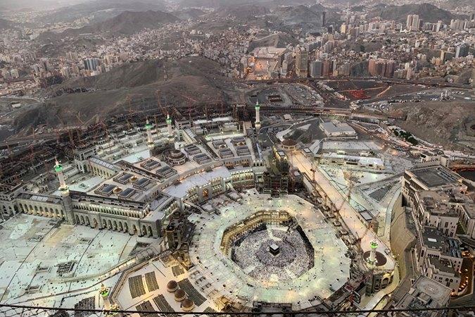 Suasana Masjidil Haram diambil dari Balcony The Makkah Clock Tower Museum, Mekah, Arab Saudi, Jumat (6/9/2019). Pascamusim haji, Masjidil Haram kini dipadati jamaah umrah yang datang dari berbagai negara. ANTARA - Hanni Sofia