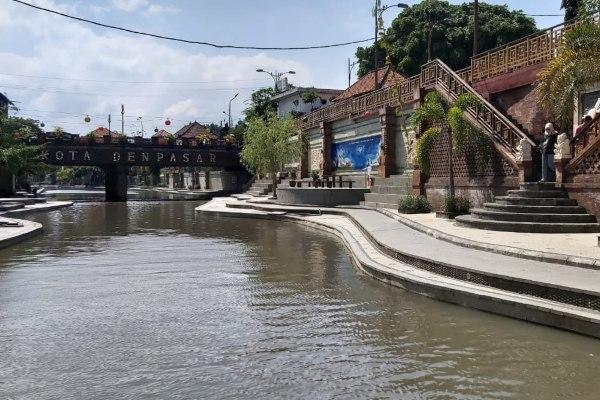 Ilustrasi - Pesona Tukad Badung. Kota Denpasar dan Kabupaten Badung dibelah oleh sungai sepanjang 22 kilometer bernama Tukad Badung. Dalam Bahasa Bali, tukad berarti sungai sedangkan Badung merupakan pusat perekonomian kerajaan di Bali dahulu. - Bisnis/Tim Jelajah Jawa/Bali 2019