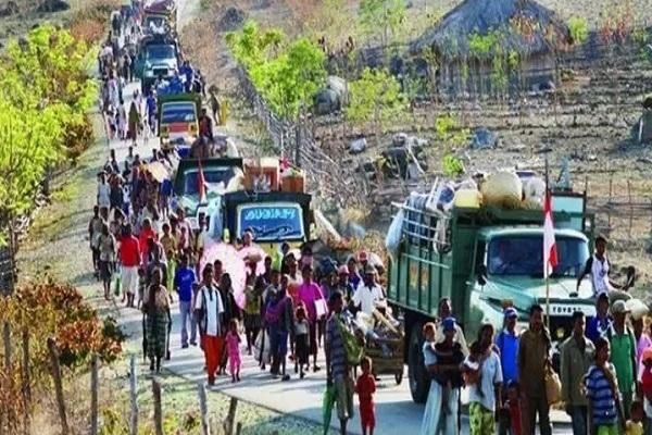 Gelombang pengungsiaan dari Timor Leste menuju wilayah Nusa Tenggara Timur (NNT), usai jajak pendapat di Timtim September 1999. - Antara