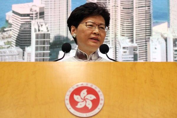 Chief Executive Hong Kong Carrie Lam berbicara dalam konferensi pers di Hong Kong, China, Sabtu (15/6/2019). - Reuters/Athit Perawongmetha