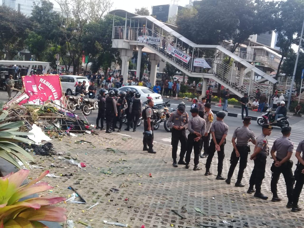 Suasana selepas ricuh di Gedung KPK - Bisnis