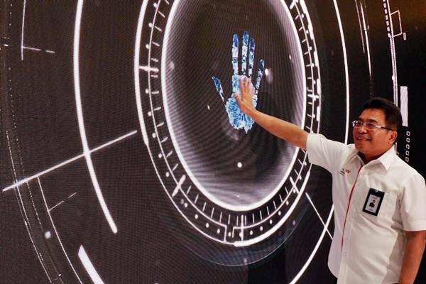 Direktur Utama PT Telekomunikasi Indonesia Tbk (Telkom) Alex J. Sinaga meresmikan pengoperasian Satelit Merah Putih yang berlangsung di Stasiun Pengendali Utama Satelit Telkom Cibinong, Senin (17/9/2018). - JIBI/Nurul Hidayat