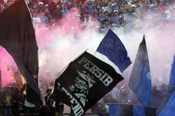 Pendukung Persib Bandung. - Antara