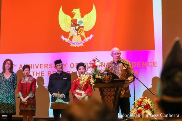 Gubernur Jenderal Australia David Hurley menyampaikan pidato dalam Bahasa Indonesia saat Resepsi Diplomatik untuk memperingati HUT ke/74 Kemerdekaan Republik Indonesia di Galeri Nasional Australia (NGA), Canberra.