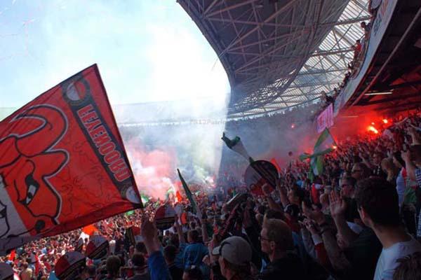 Suporter Feyenoord Rotterdam - Twitter Feyenoord