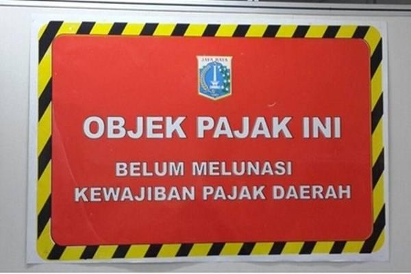 Stiker tanda penunggak pajak - www.bprd.jakarta.go.id