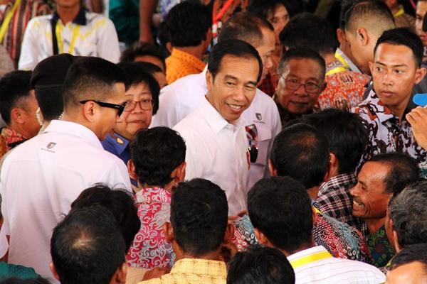 Presiden Joko Widodo dalam satu acara di Kalimantan Barat belum lama ini. Presiden Jokowi ingin lebih banyak lagi peran pengusaha muda yang bisa melahirkan calon-calon pengelola korporasi dan konglomerasi bisnis besar di Indonesia. - ANTARA FOTO/Jessica Helena Wuysang
