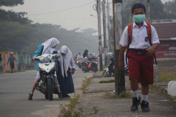 Kabut asap menyelimuti Tanjung Selor, Kalimantan Utara. - Antara/Iskandar Zulkarnaen