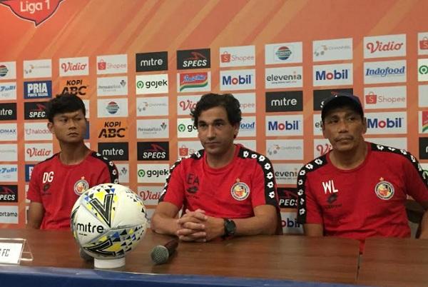 Asisten Pelatih Semen Padang Weliansyah (kanan) - Bisnis/Dea Andriyawan