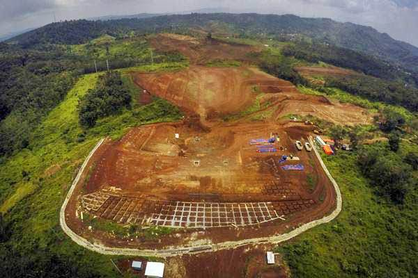 Foto udara proyek pembangunan kereta cepat Jakarta-Bandung di perkebunan teh Maswati, Cikalong Wetan, Kabupaten Bandung Barat, Jawa Barat, Selasa (6/2/2018). - ANTARA/Raisan Al Farisi