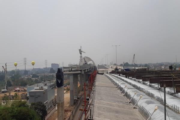 Pekerjaan fisik jalan tol layang Jakarta-Cikampek II mencapai 95 persen. PT Waskita Karya Tbk. menargetkan pengoperasian jalan tol itu akhir tahun ini. - Bisnis/Aprianus Doni. T