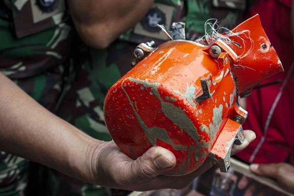 Kondisi bagian kotak hitam (black box) berisi Cockpit Voice Recorder (CVR) pesawat Lion Air bernomor registrasi PK-LQP dengan nomor penerbangan JT 610 yang telah ditemukan oleh Dinas Penyelamatan Bawah Air (Dislambair) Koarmada I di KRI Spica-934 , perairan Tanjung Karawang, Jawa Barat, Senin (14/1/2019). - ANTARA/Aprillio Akbar