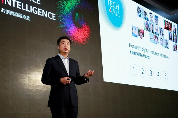 Deputy Chairman Huawei Ken Hu memberikan paparan pada acara TECH4ALL Summit, di Shanghai, China, Rabu (18-9-2019) - BISNIS/Emanuel B. Caesario.