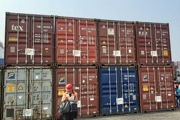 Sembilan kontainer yang akan direekspor Rabu, (18/9/2019). - Bisnis/Putri Salsabila