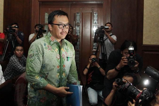 Menteri Pemuda dan Olahraga (Menpora) Imam Nahrawi saat bersiap menjadi saksi dalam sidang suap dana hibah dari pemerintah untuk Komite Olahraga Nasional Indonesia (KONI) di Pengadilan Tipikor, Jakarta, Kamis (4/7/2019). - ANTARA/Reno Esnir