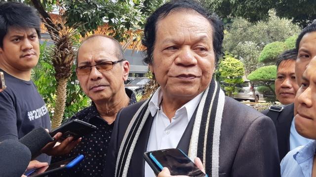 Kuasa hukum tersangka kasus dugaan makar, Eggi Sudjana di Mapolda Metro Jaya, Kamis (19/9 - 2019)