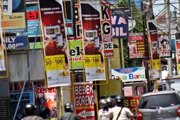 Ilustrasi:Papan reklame membuat kota bagai hutan iklan penuh sampah visual. - Antara