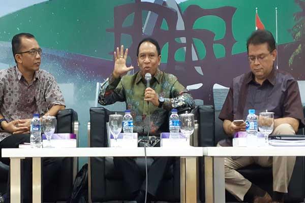 Diskusi soal pemindahan ibu kota di Gedung DPR. Turut jadi nara sumber Ketua Pansus Pemindahan Ibu Kota Negara Zainuddin Amali (tengah), pengamat Tata Kota Yayat Supriatna (kiri), dan Rudy Supriadi Prawiradinata dari Bappenas