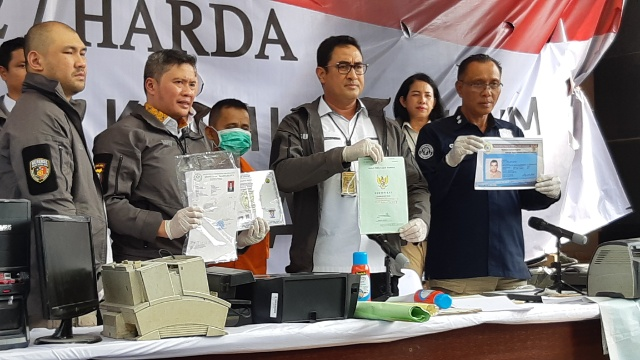 Direktorat Reserse Kriminal Umum Polda Metro Jaya mengungkap kasus pemalsuan dokumen - Bisnis/Rayful Mudassir