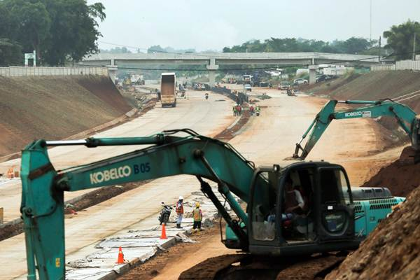 Pekerja beraktivitas di proyek pembangunan jalan tol Kunciran-Serpong jaringan dari tol Jakarta Outer Ring Road 2 (JORR 2) di Tangerang Selatan, Banten, Rabu (19/9/2018). - JIBI/Felix Jody Kinarwan