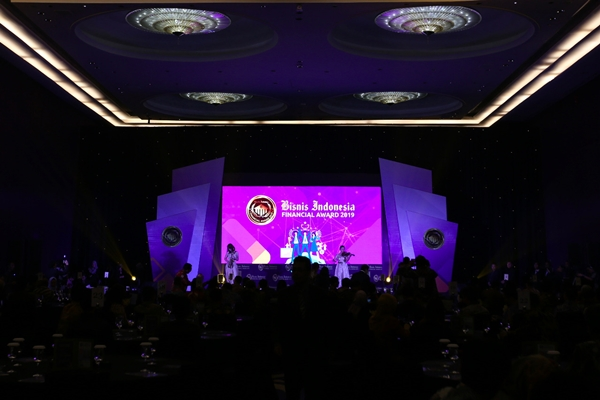 Suasana pembukaan Malam Apresiasi Bisnis Indonesia Financial Award (BIFA) 2019 di Jakarta, Jumat (20/9). Pada BIFA 2019, akan ada 5 penghargaan yang diberikan untuk para pelaku industri keuangan di Indonesia. Kelima penghargaan ini adalah The Most Efficient Bank, The Best Performance Bank, The Best Performance Insurance - Asuransi Jiwa, The Best Performance Insurance - Asuransi Umum, dan The Best Performance Multifinance./JIBI - Bisnis/Abdullah Azzam