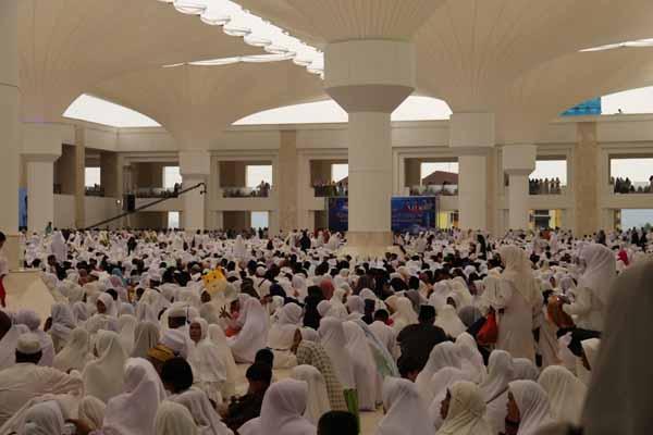 Acara peresmian Masjid Sultan Mahmud Riayat Syah. - Bisnis/Bobi Bani.