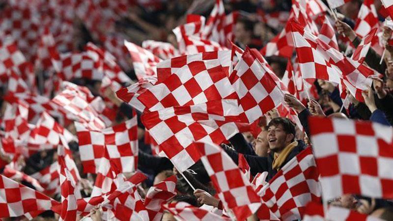 Suporter PSV Eindhoven bersiap menyambut tamu dari ibu kota, Ajax Amsterdam. - Reuters/Francois Lenoir