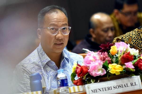 Menteri Sosial Agus Gumiwang mengikuti rapat kerja dengan Komisi VIII DPR di Kompleks Parlemen, Senayan, Jakarta, Selasa (8/1/2019). - ANTARA/Indrianto Eko Suwarso