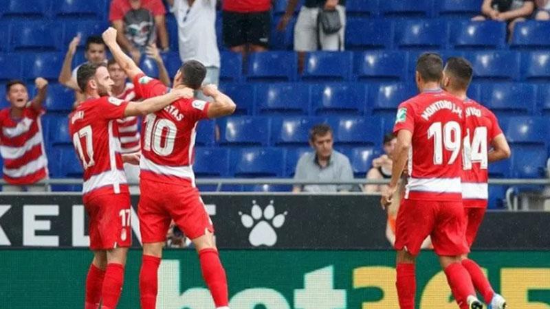Para pemain Granada bersukacita selepas me njebol gawang Barcelona. - Antara-Twitter Granada