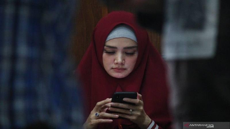 Mulan Jameela menghadiri sidang lanjutan dugaan pencemaran nama baik dengan terdakwa Ahmad Dhani di Pengadilan Negeri (PN) Surabaya, Jawa Timur, Selasa (19/3/2019). - Antara