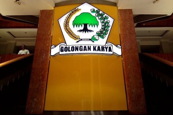 Logo Partai Golkar di Gedung Utama Dewan Pimpinan Pusat Partai Golkar, Jakarta. Bisnis.com - Samdysara Saragih