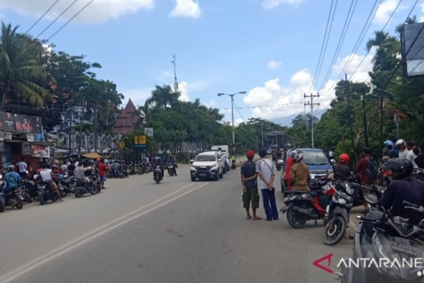 Suasana jalan raya Abepura-Padang Bulan - Antara