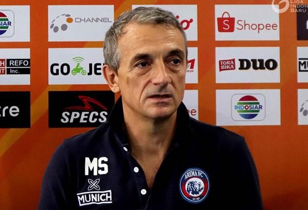 Pelatih Arema FC Milomir Seslija - Liga Indonesia