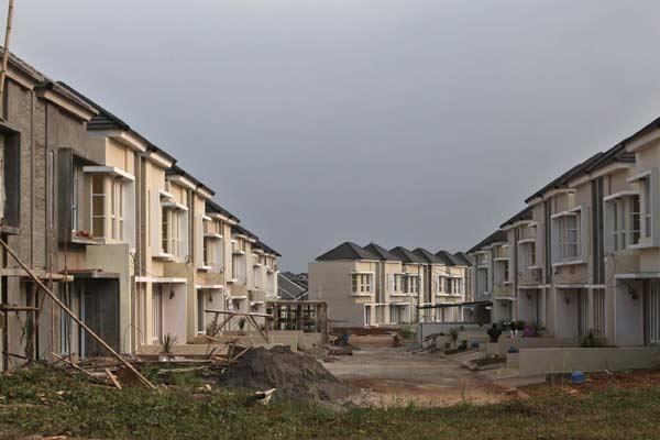 Pembangunan rumah baru di salah satu perumahan di Depok, Jawa Barat, Sabtu (26/7). - Nurul Hidayat/Bisnis.com