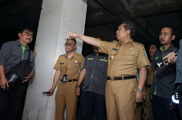 Wakil Wali Kota Bandung Yana Mulyana saat meninjau Pasar Kosambi, Senin (23/9). - Bisnis/Dea Andriyawan
