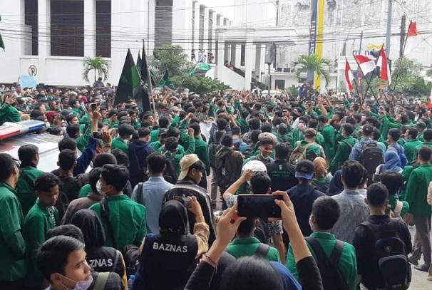 Unjuk rasa penolakan RUU KPK juga dilakukan aliansi pergerakan mahasiswa di kota Medan pada Selasa (24/9/2019). - Bisnis/Asteria Desi