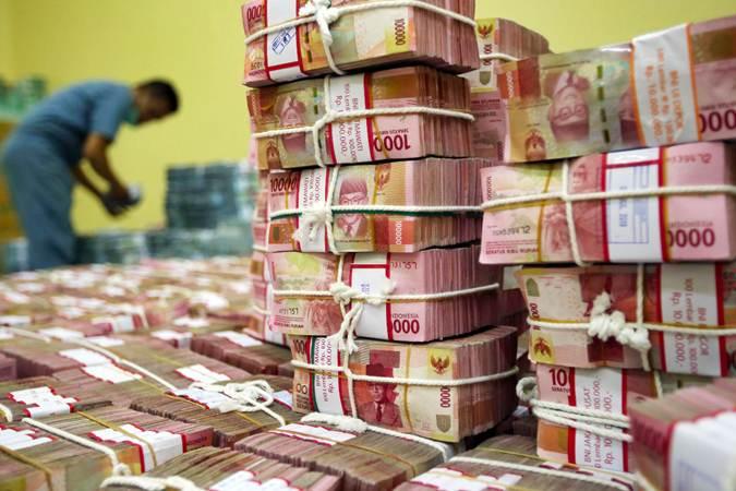 Ilustrasi karyawan menata uang rupiah di Cash Center Bank BNI di Jakarta, Rabu (10/7/2019). - Bisnis/Abdullah Azzam