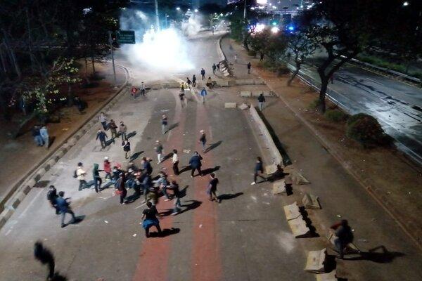 Dikabarkan 1 orang terkena tembakan di Jalan Gatot Subroto, bawah flyover Benhil, di depan Akademi Farmasi Hang Tuah, Selasa (24/9/2019) malam selepas pukul 21.00 WIB. - Bisnis/Wibi