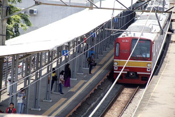 KRL Commuter Line. - Antara/Yulius Satria Wijaya
