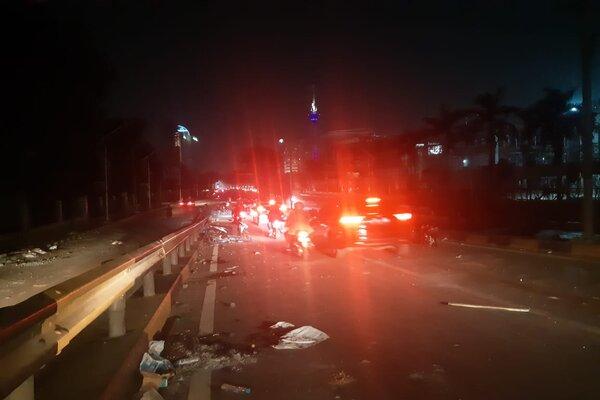 Kondisi jalan layang Benhil, Jakarta, Selasa (24/9/2019) menjelang tengah malam. - Bisnis