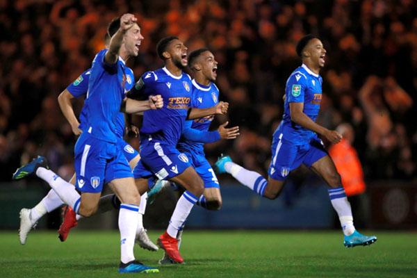 Para pemain Colchester United bersukacita setelah mengandaskan Tottenham Hotspur di Piala Liga Inggris (Carabao Cup). - Reuters/Andrew Couldridge