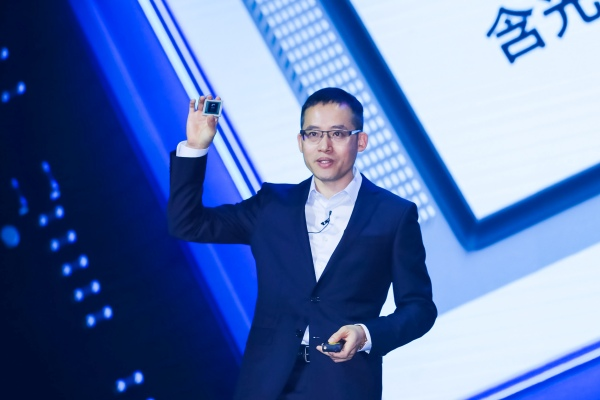 Jeff Zhang, CTO Alibaba Group dan President Alibaba Cloud Intelligence, meluncurkan AI Chip Alibaba di sela-sela Apsara Conference 2019 di Hangzhou, China, Rabu (25/9/2019). - Alibaba