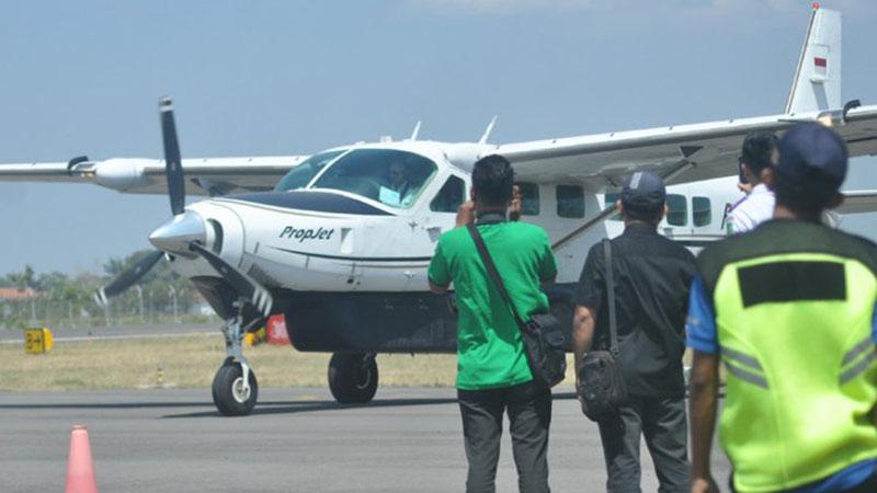 Pesawat perintis milik Susi Air bersiap terbang perdana dari Bandara Trunojoyo Sumenep ke Pulau Pagerungan, Sumenep, Rabu (25/9/2019) pagi. - Antara/ASndul Aziz