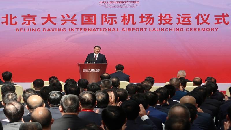 Presiden China Xi Jinping menghadiri upacara peresmian Bandara Internasional Daxing yang baru di aula terminalnya menjelang peringatan berdirinya Republik Rakyat China ke-70 di Beijing, China, 25 September 2019. - Reuters
