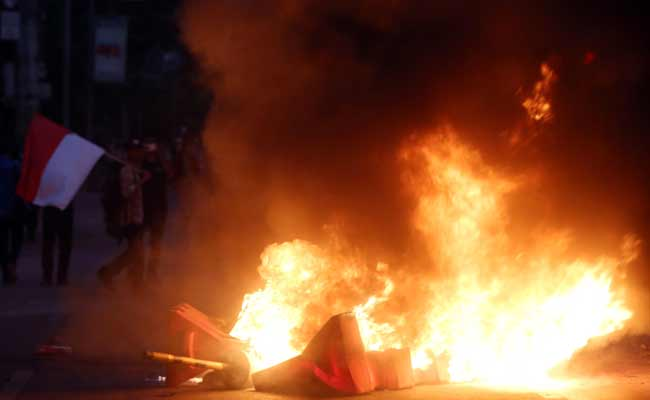 Aksi protes mahasiswa di depan Gedung DPR/MPR RI. Bisnis - Abdullah Azzam