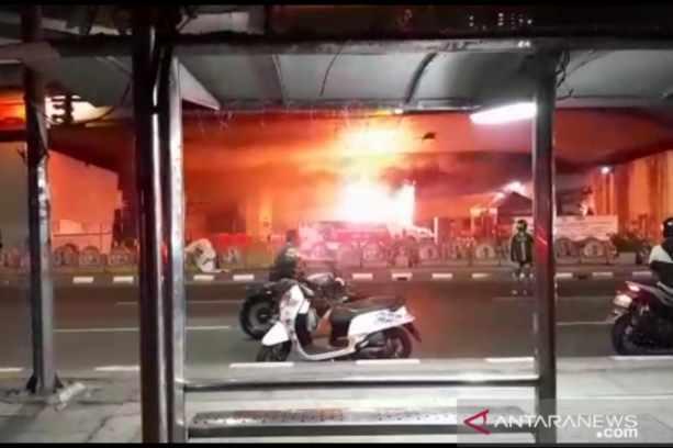 Pos polisi dibakar perusuh - Antara