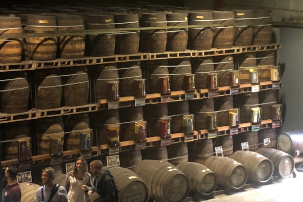 Tumpukan tong berisi wiski di gudang pabrik Kavalan Whisky Provinsi Yilan Taiwan - Bisnis/Akhirul Anwar