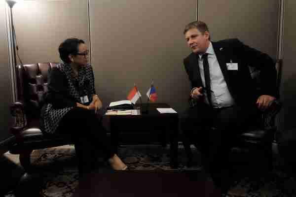 Menteri Luar Negeri RI Retno Marsudi melakukan pertemuan bilateral dengan Menteri Luar Negeri Ceko Tom Petek di sela-sela Sidang Majelis Umum PBB di New York, AS, Selasa (24/9/2019) - Kementerian Luar Negeri RI
