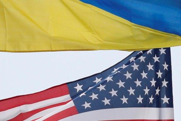 Bendera Ukraina dan Amerika Serikat. - Reuters