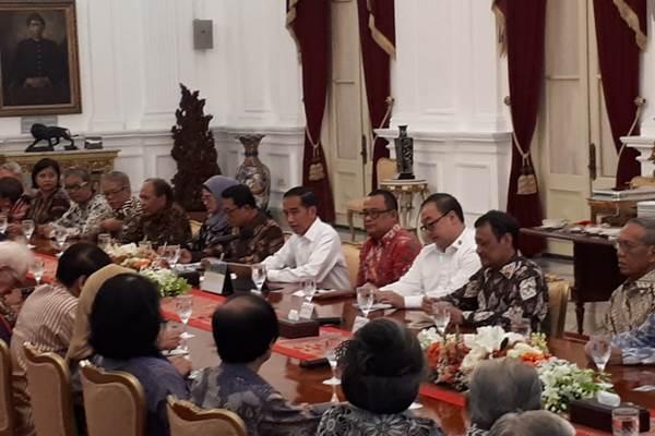 Presiden Joko Widodo saat bertemu dengan sejumlah tokoh di Istana - Bisnis/Amanda Kusumawardhani